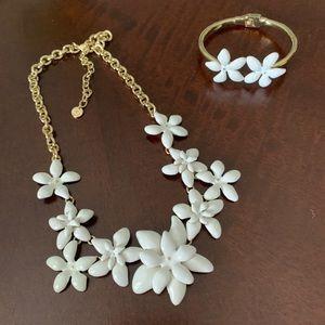 NWOT Talbots White Flowers Necklace & Bracelet Set